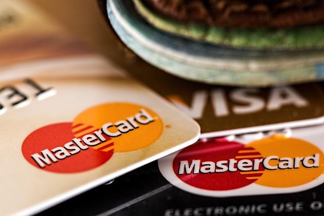איך להתמודד מול הבנקים במקרה של חובות כבדים?